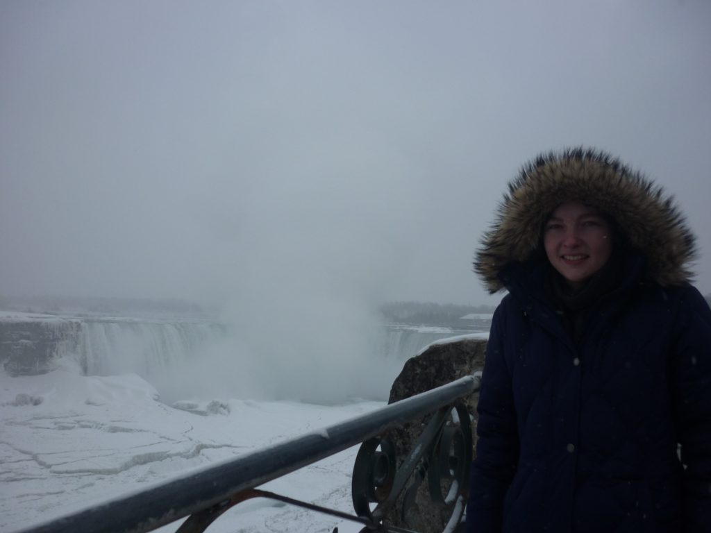 niagara falls winter freezing -30 degrees blizzard cold snow winter wonderland pros and cons toronto canada must see do-min