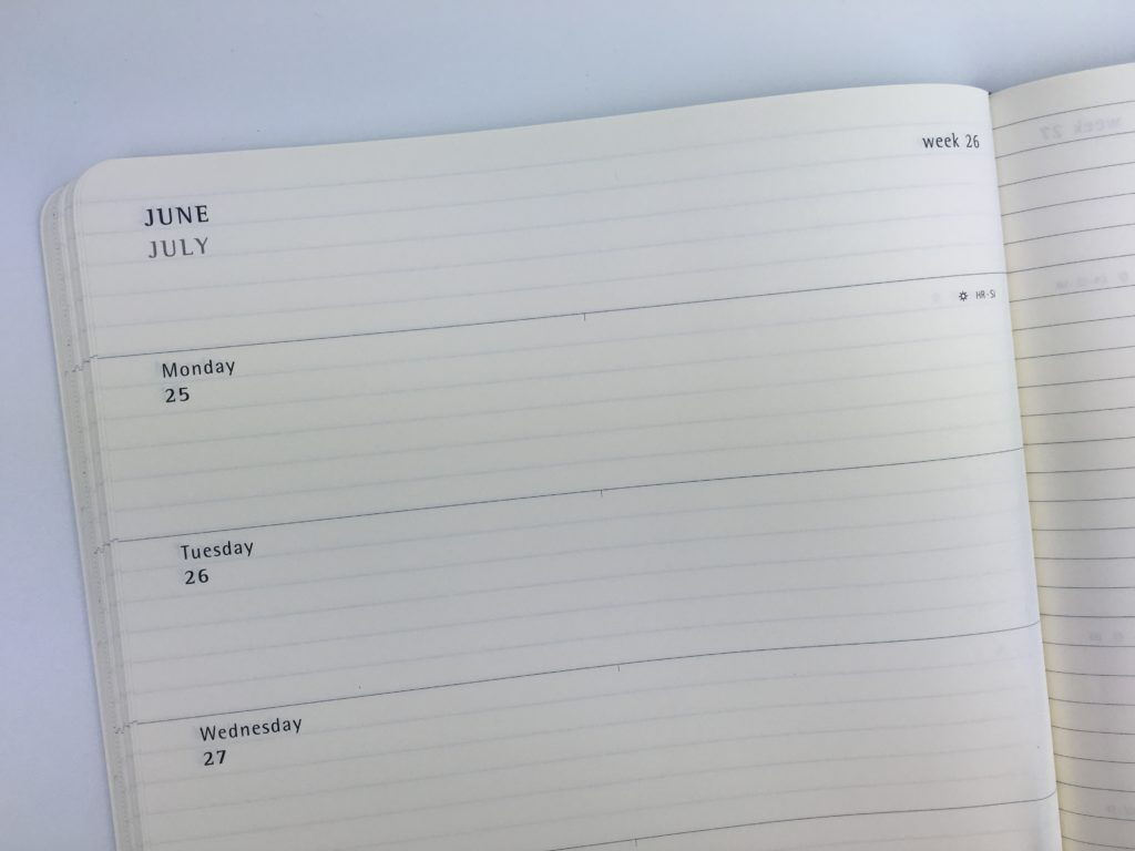 moleskin weekly planner review horizontal lined simple minimalist cheap alternative to bullet journal academic year week starts monday on 2 pages