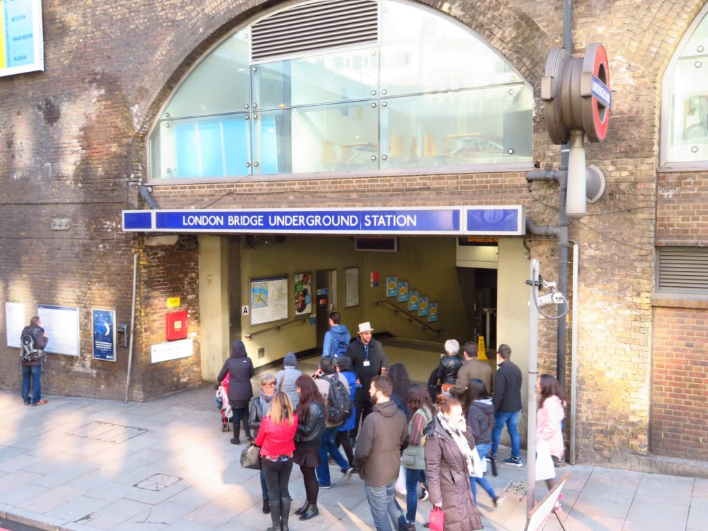 london underground station instructions costs safe how to get an oyster card where from tube