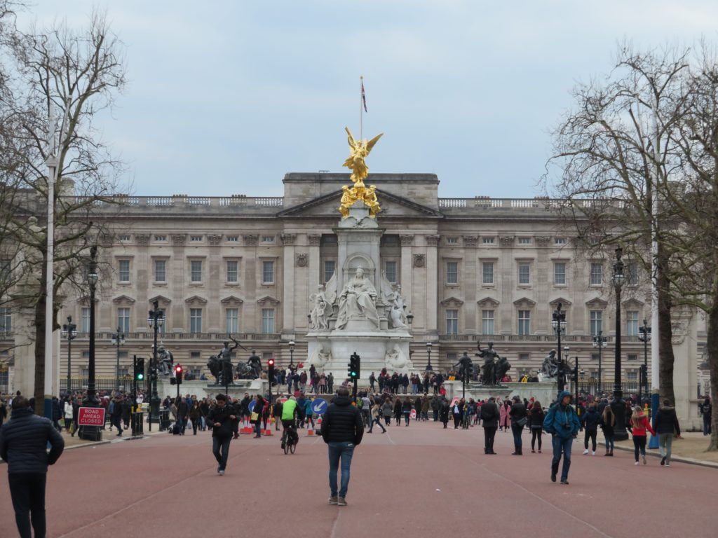 buckingham palace london iconic photo spots itinerary how to get there best photography locations