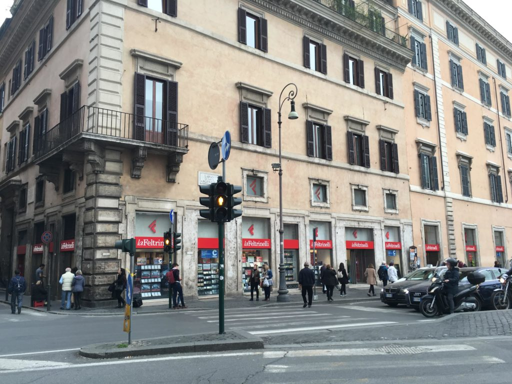 la feltrinelli stationery shop planner supplies rome shopping recommendations moleskine weekly planner diary agenda where to buy-min
