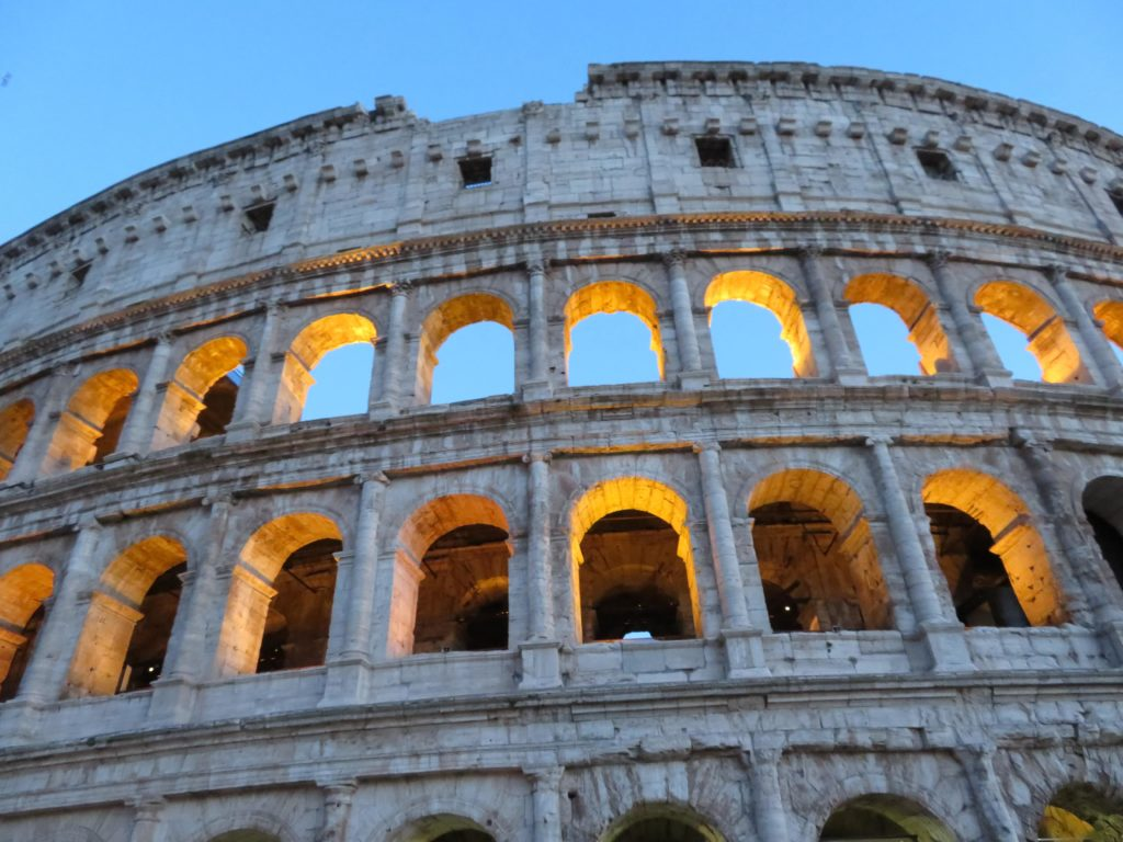Colosseum in rome photo tips best time of day to visit year sunrise sunset angles photography