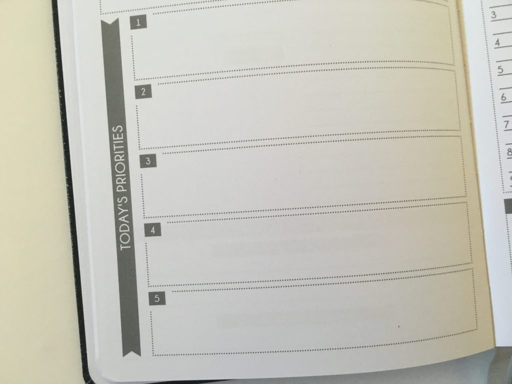 panda planner review weekly spread blog planning daily weekly minimalist simple gender neutral pros and cons alternative to passion planner law of attraction