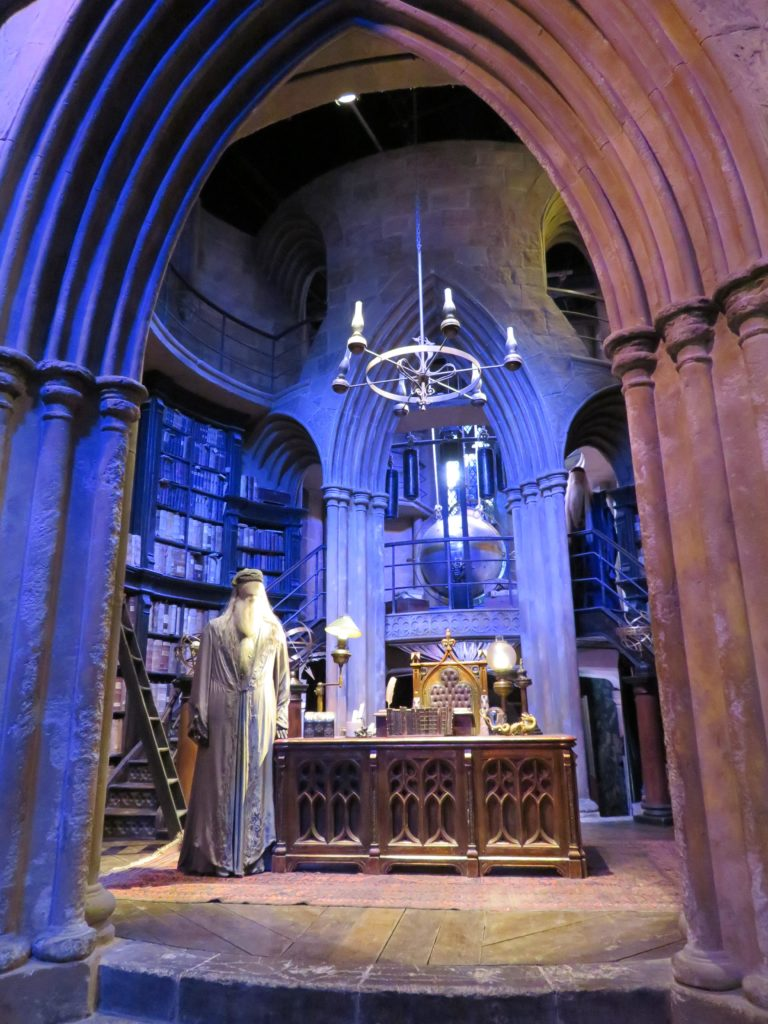 harry potter warner brothers studio tour dumbledor's office guide
