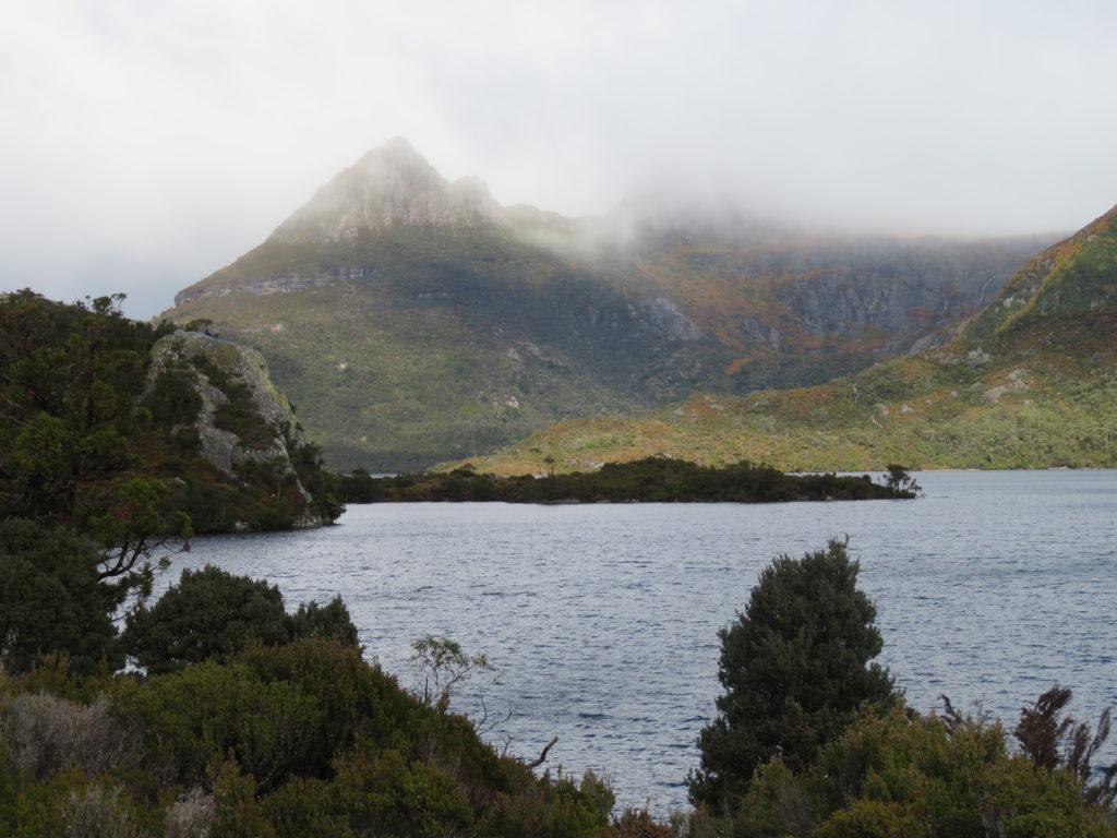 cradle mountain tasmania autumn fagus season cloudy rainy weather dove lake circuit