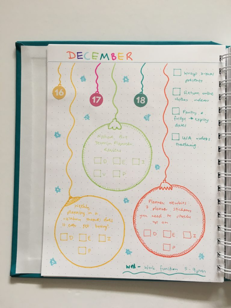 christmas theme weekly spread rainbow colorful ornaments baubles doodle decorative agendio dot grid notebook