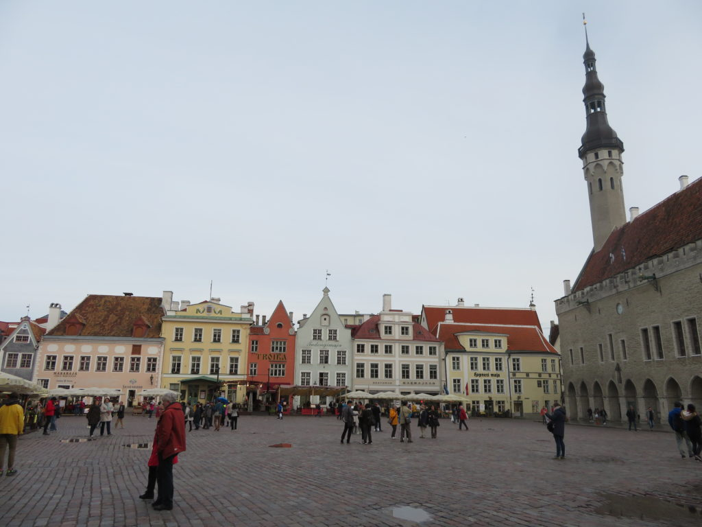 Tallin town hall square best photo spots things to see and do in Estonia best photo spots september autumn