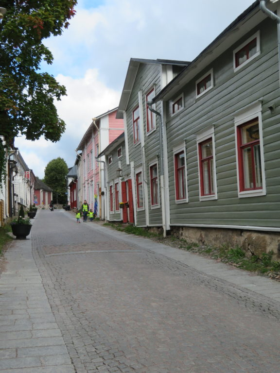 porvoo day trip from helsinki finland in autumn things to see and do how to get there which local bus to take how much things to see and do