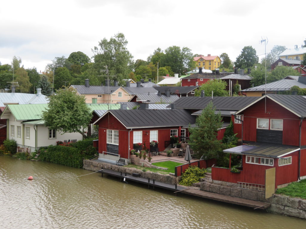 porvoo day trip from helsinki finland in autumn things to see and do how to get there which local bus to take how much things to see and do best lookouts viewpoints cute village forest lookout half day trip diy on the bus photo spots iconic red row of houses along the waterfront cute autumn weather september old village