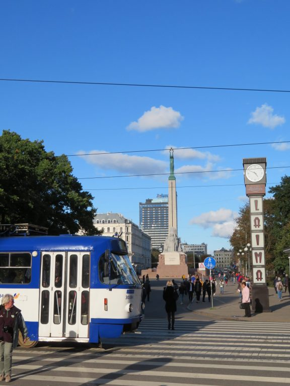 riga freedom monument things to see and do weekend itinerary