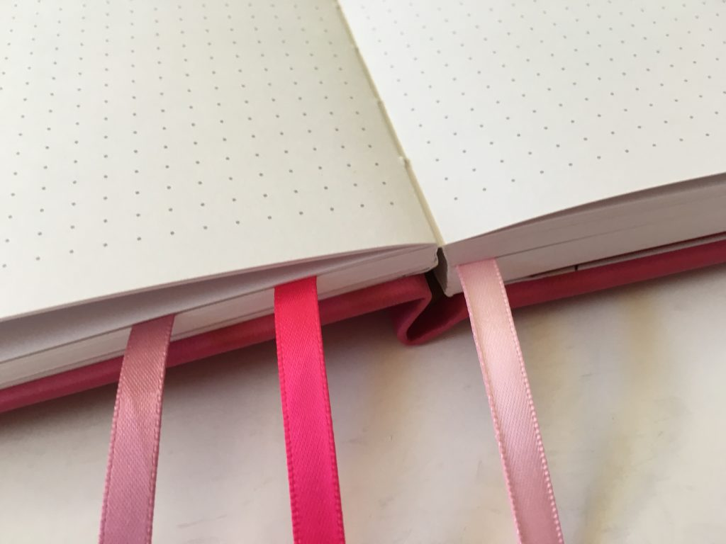 vivid dot journal review dot grid sewn bound bright white paper 140GSM no ghosting or bleed through video flipthrough pen testing numbered pages cheap affordable amazon notebook_07