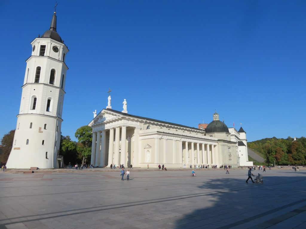vilnius lithuania things to see and do photospots 3 day itinerary where to eat and stay