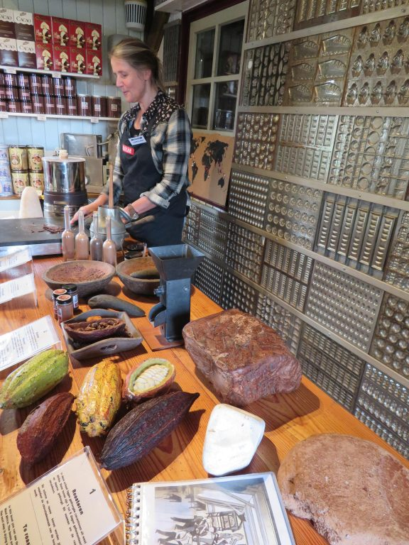 holland zaanse schans day trip from amsterdam via train diy half day october things to see and do itinerary architecture cocoa factory
