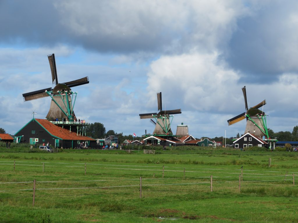 Zaanse Schans diy day trip from amsterdam on the train windmills photo spots october eat clog workshop cheese factory chocolate
