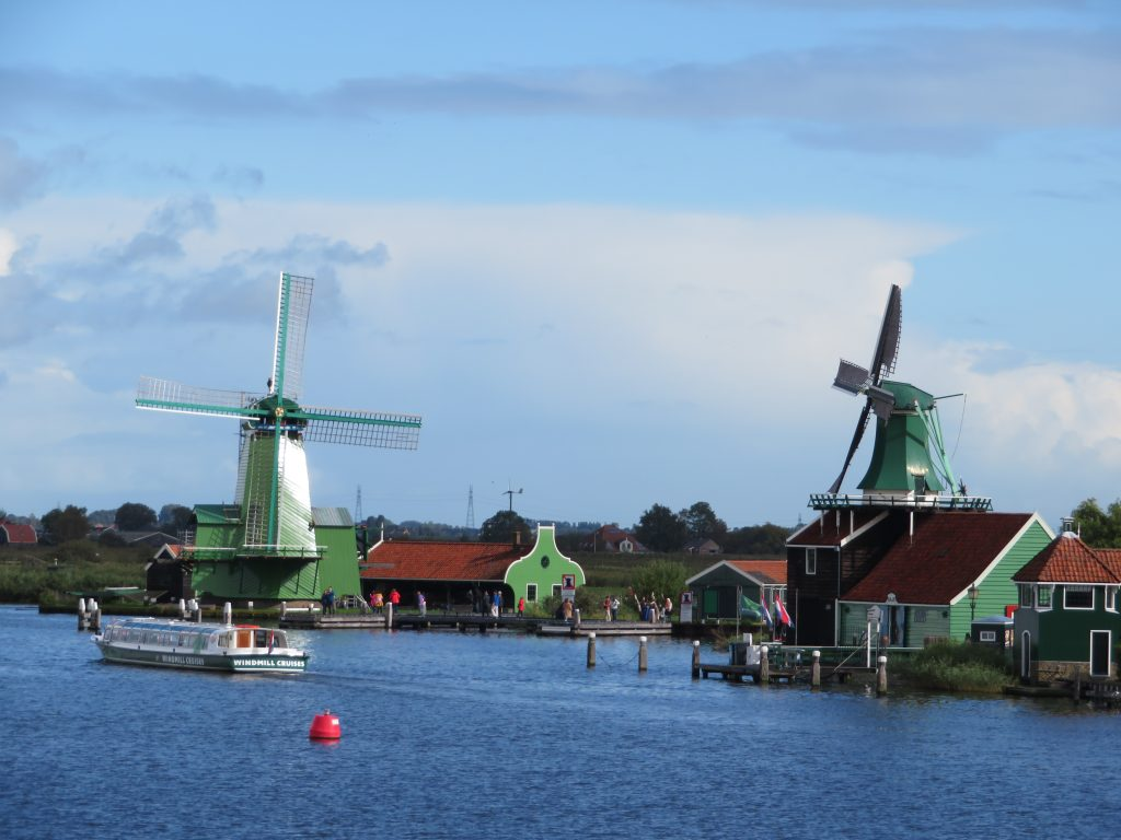 Zaanse Schans diy day trip from amsterdam on the train windmills photo spots october eat clog workshop cheese factory chocolate october things to see and do