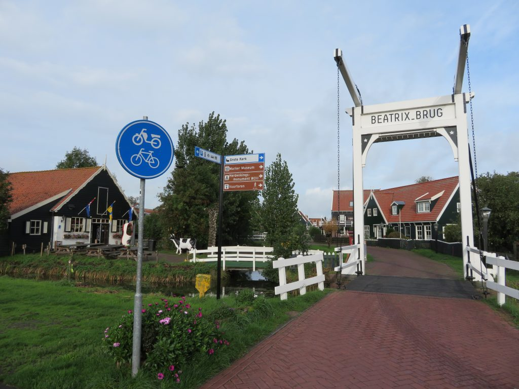 Marken netherlands best day trips from amsterdam easy cheap via bus volendam edam things to see and do scheduled itinerary
