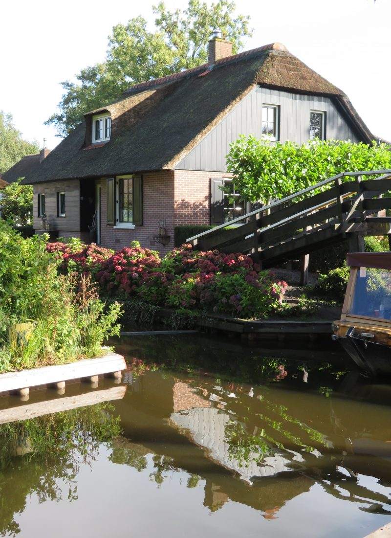 An overrated day trip to Giethoorn and the Enclosing Dike in the Netherlands