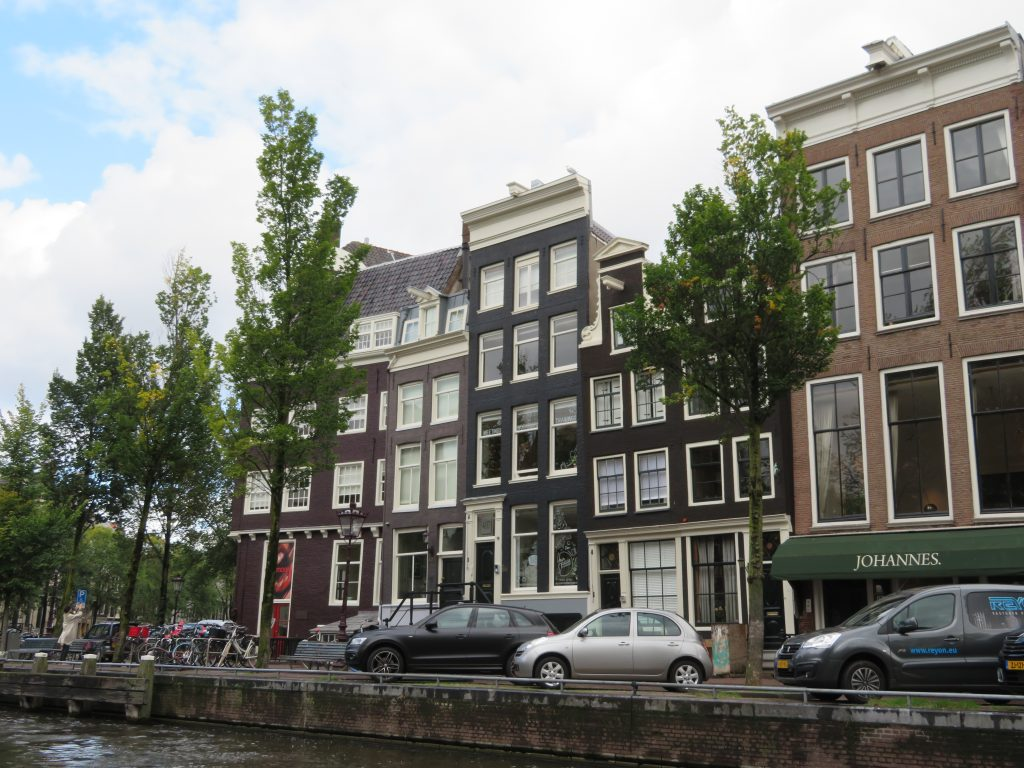 amsterdams lopsided houses dutch architecture best photo spots locations photography scavenger hunt must see and do