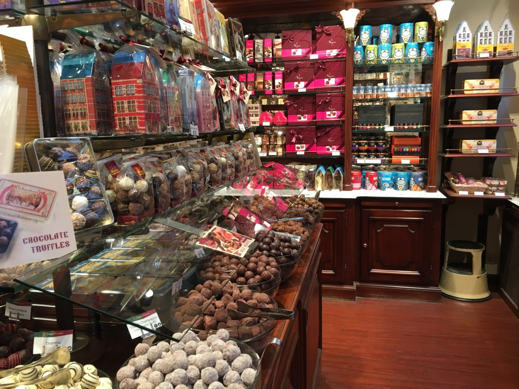 Brussels chocolate shops recommended best affordable diy walking tour window displays must see and do in brussels belgium itinerary