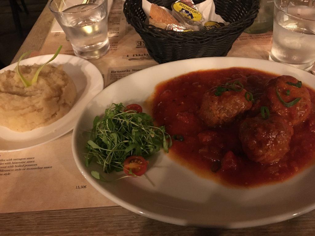 Brussels where to eat 'T Kelderke restaurant grand palace market square traditional belgian food